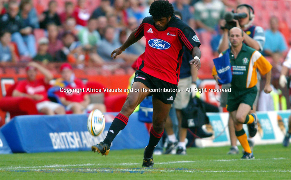 17 April, 2004. Rugby Union Super 12. Ellis Park, Johannesburg, South Africa. Cats vs Crusaders. Marika Vunibaka chips over the Cats defence on his way to score. The Crusaders won the match 39-37, with a last minute penalty conversion.<br /> Pic: Photosport
