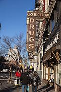New york west village, pedestrians in W4 and christopher street   / west village , quartier de  soho et cristopher street  New York - Etats-unis