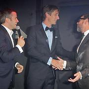NLD/Amsterdam/20111029- JFK Greatest Man Award 2011, Winston Gerschtanowitz, winnaar Edwin van der Sar en Willem Baars