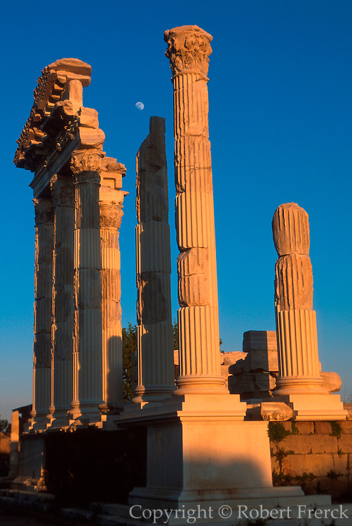 TURKEY, ROMAN CULTURE PERGAMUM (now Bergama); an ancient Hellenistic Kingdom became Roman in 133BC, Temple of Trajan c.117AD