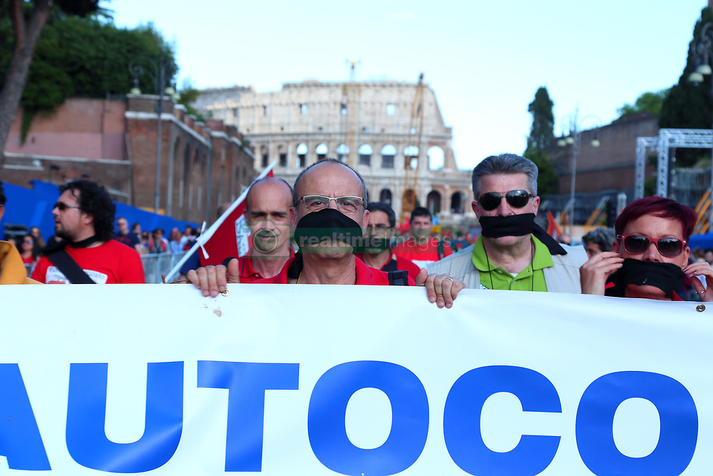 May 27, 2017 - Roma, RM, Italy - Demonstration to protest for the situation of Alitalia and all companies in crisis in Italy. (Credit Image: © Matteo Nardone/Pacific Press via ZUMA Wire)