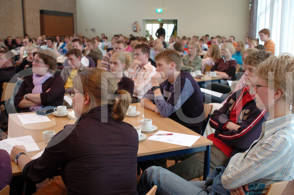 060525,heemze,nederland,<br /> jongerendag in de kerk,<br /> fotografiefrankuijlenbroek&copy;2006sanderuijlenbroek