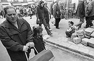 Barcelona, 2001: Madre e figlia al mercato<br /> &copy; Andrea Sabbadini