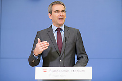 "07.03.2019, Finanzministerium, Wien, AUT, Bundesregierung, Pressekonferenz zum Thema ""Betrugsbekämpfung"", im Bild Finanzminister Hartwig Löger (ÖVP) // Austrian Minister for Finance Hartwig Loeger during a media conference due to combating of fraud at finance ministry in Vienna, Austria on 2019/03/07, EXPA Pictures © 2019, PhotoCredit: EXPA/ Michael Gruber"