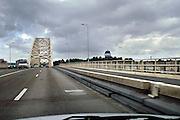 Nederland, Nijmegen, 22-5-2006..De Waalbrug van Nijmegen. Het KAN heeft voorspeld dat als er geen extra brug komt in 5 jaar tijd het verkeer over de A325 van Arnhem naar Nijmegen vastgelopen zal zijn. Deze brug is de enige toegangsweg uit het noorden. ..Foto: Flip Franssen/Hollandse Hoogte