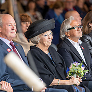 NLD/Tilburg/20170916 - Beatrix bij opening jubileum expositie 25 jaar museum De Pont, Jos de Pont, Beatrix en Britse kunstenaar Anish Kapoor