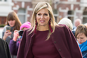 Koningin Máxima bij de bijeenkomst van culturele diversiteit in de top in Den Haag. Tijdens de vergadering zullen directeuren, rolmodellen en experts bespreken hoe diversiteit in culturele achtergrond kan worden verhoogd op management- en bestuursniveau.<br /> <br /> Dutch Queen Máxima visited the meeting of cultural diversity at the summit in The Hague. During the meeting, directors, role models and experts will discuss how diversity in cultural background can be increased on management and governance levels.