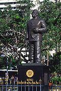 Statue, King Kalakaua, Waikiki, Oahu, Hawaii<br />