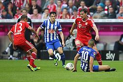 26.10.2013, Allianz Arena, Muenchen, GER, 1. FBL, FC Bayern Muenchen vs Hertha BSC Berlin, 10. Runde, im Bild l-r: im Zweikampf, Aktion, mit RAFINHA #13 (FC Bayern Muenchen), Nico SCHULZ #26 (Hertha BSC), Daniel VAN BUYTEN #5 (FC Bayern Muenchen), Aenis BEN-HATIRA #10 (Hertha BSC) // during the German Bundesliga 10th round match between FC Bayern Munich and Hertha BSC Berlin at the Allianz Arena in Muenchen, Germany on 2013/10/26. EXPA Pictures © 2013, PhotoCredit: EXPA/ Eibner-Pressefoto/ Kolbert<br /> <br /> *****ATTENTION - OUT of GER*****