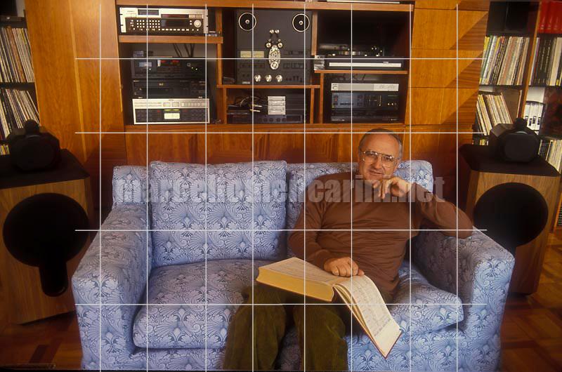 Rome, 1992. Italian violinist Salvatore Accardo in his house / Roma, 1992. Il violinista Salvatore Accardo nella sua casa - © Marcello Mencarini