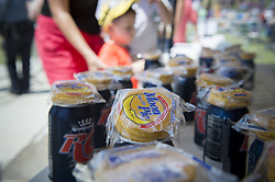 August 21, 2017 - Woodstock, GA - Crowd of hundreds gather in north Georgia town center for a 'Solar Eclipse Party'   Pictured: Moon Pies and RC Colas, considered staple items in southern tastes and lore, were passed out to all who came. (Credit Image: © Robin Rayne Nelson via ZUMA Wire)