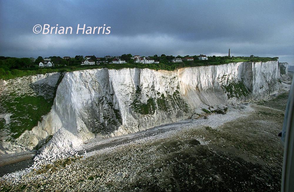 COSTAL EROSION OF THE WHITE CLIFFS AT KINGSDOWN BETWEEN DOVER AND DEAL, KENT, UK..COPYRIGHT PHOTOGRAPH BY BRIAN HARRIS  © 2007.07808-579804