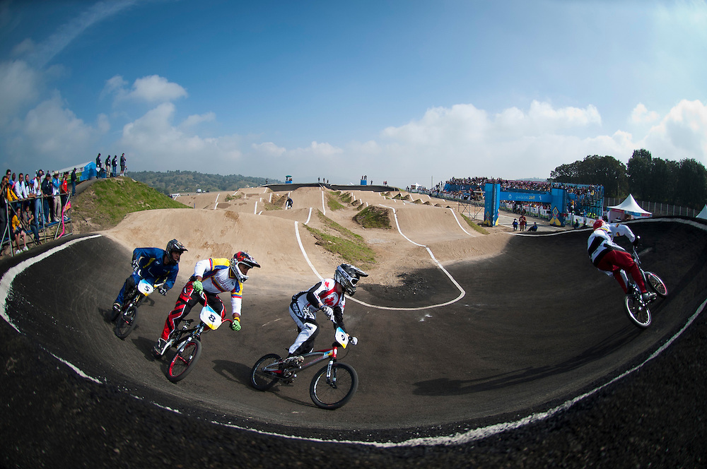 Oct. 21, 2011 - Guadalajara, Mexico - Athletes races in the last qualifying run for men's BMX finals on day seven of the XVI Pan American Games. .©Benjamin B Morris