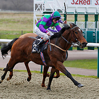 Desert Strike and Liam Keniry winning the 1.00 race