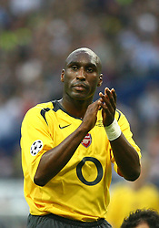PARIS, FRANCE - WEDNESDAY, MAY 17th, 2006: Arsenal's Sol Campbell against FC Barcelona during the UEFA Champions League Final at the Stade de France. (Pic by David Rawcliffe/Propaganda)