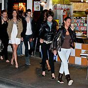NLD/Amsterdam/20080623 - De finalisten modellen van de Amerikaanse nieuwe serie America Next Topmodel gaan uit in Amsterdam