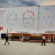 Milano Expo 2015, Padiglione Future Food District Realizzato in collaborazione con Coop. Attraversando i diversi ambienti, i visitatori potranno esplorare e conoscere una catena alimentare più etica e trasparente, resa possibile dall'uso delle nuove tecnologie