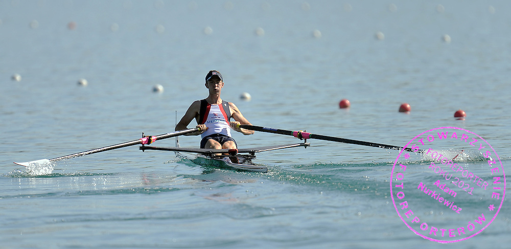 ADAM FREEMAN - PASK (GREAT BRITAIN) COMPETES AT MEN'S LIGHTWEIGHT SINGE SCULLS HEAT DURING DAY 1 FISA ROWING WORLD CUP ON ESTANY LAKE IN BANYOLES, SPAIN...BANYOLES , SPAIN , MAY 29, 2009..( PHOTO BY ADAM NURKIEWICZ / MEDIASPORT )..PICTURE ALSO AVAIBLE IN RAW OR TIFF FORMAT ON SPECIAL REQUEST.