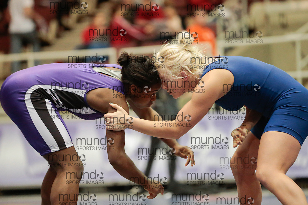 London, Ontario ---2013-03-02--- Arlene Williams of Western takes on Sara Cattani of Lakehead in the women's 67KG 5th/6th match at the 2012 CIS Wrestling Championships in London, Ontario, March 02, 2013. .GEOFF ROBINS/Mundo Sport Images
