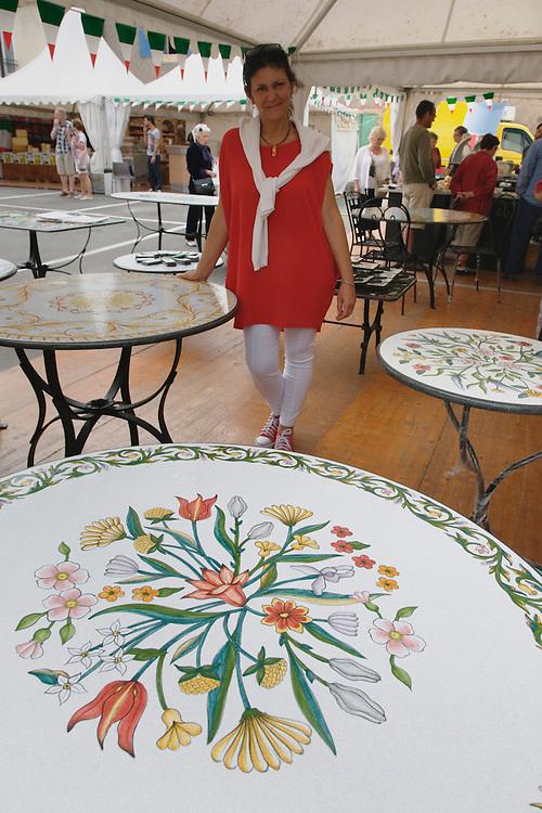 Table en pierre de lave de l'Etna peinte et émaillée