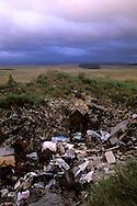 10/06/98 - CAUSSE MEJEAN - LOZERE - FRANCE - Decharge sauvage sur le Causse - Photo  Jerome CHABANNE