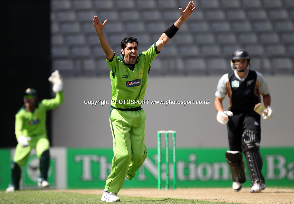 Umar Gul appeals unsuccessfully for a LBW decision. Twenty20 International Cricket match between The New Zealand Black Caps and Pakistan at Eden Park on Boxing Day, Sunday 26 December 2010. Photo: Andrew Cornaga/photosport.co.nz