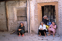 China. Sinkiang Province (Xinjiang).  Kashgar (Kashi). Old city bazar. Ouigour population. // Chine. Province du Sinkiang (Xinjiang). Kashgar (Kashi). Bazar de la vieille ville. Population Ouigour.