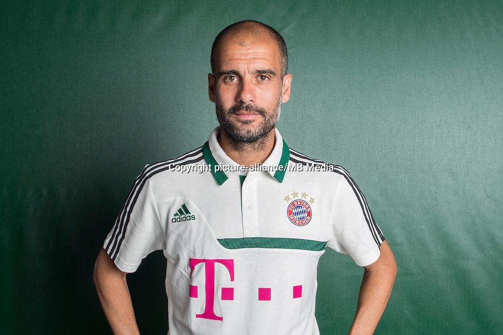 Josep Guardiola, Trainer des Fußball-Bundesligisten FC Bayern München, aufgenommen am 18.07.2013 während des offiziellen Fototermins des Vereins für die Saison 2013-14 auf dem Vereinsgelände an der Säbener Straße in München (Bayern). Foto: Marc Müller/dpa