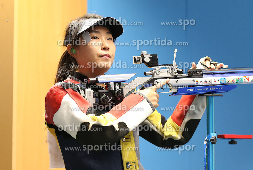 05.09.2015, Olympia Schiessanlage Hochbrueck, Muenchen, GER, ISSF World Cup 2015, Gewehr, Pistole, Damen, 10 Meter Luftgewehr, im Bild Binbin Zhang (CHN) konzentriert sich // during the women's 10M air rifle competition of the 2015 ISSF World Cup at the Olympia Schiessanlage Hochbrueck in Muenchen, Germany on 2015/09/05. EXPA Pictures &copy; 2015, PhotoCredit: EXPA/ Eibner-Pressefoto/ Wuest<br /> <br /> *****ATTENTION - OUT of GER*****