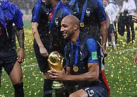 FUSSBALL  WM 2018  FINALE  ------- Frankreich - Kroatien    15.07.2018 JUBEL Weltmeister Frankreich; Steven N Zonzi mit dem WM Pokal