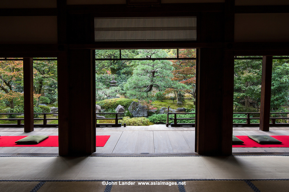 Shoden Eigen-in is a sub-temple of Kennin-ji.  At the time of its foundation, Shoden Eigen-in was made up of two separate main temples: Shoden-in and Eigen-an.  The temple was restored in the fifteenth century by Oda Urakusai, a student of the tea master, Sen-no-Rikyu. Oda Urakusai practiced tea ceremony at the temple and for that purpose built a detached teahouse named Jo-an.  Eigen-an Temple was established in 1346 by the Zen priest, Mugai Ninko. This temple was patronized by Japan's military leaders. The two temples were merged into one by the statesman Hosokawa Moritatsu. The temple formed from the merger was named Shoden Eigen-in.  Shoden Eigen-in is famous for Jo-an teahouse and for its beautiful garden.  The garden is only open for short periods or on special occasions, usually during April and November for sakura and momiji viewing.