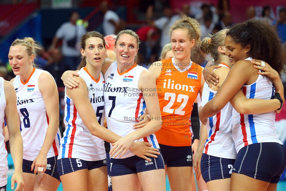 18-06-2016 ITA: World Grand Prix Italie - Nederland, Bari<br /> Nederland wint opnieuw van Italie, het ging moeizaam maar de 3-1 winst was genoeg / Vreugde bij Nederland met Robin de Kruijf #5, Quinta Steenbergen #7, Nicole Koolhaas #22<br /> <br /> ***NETHERLANDS ONLY***