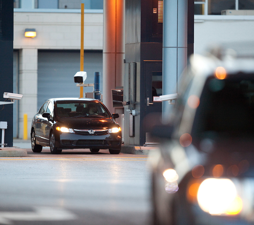 Windsor, Ontario ---11-12-07--- A car stops at customs in Windsor, Ontario after crossing through the Detroit&ndash;Windsor Tunnel December 7, 2011.<br /> GEOFF ROBINS The Globe and Mail