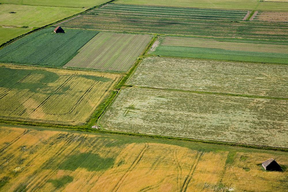 Nederland, Noord-Holland, Texel, 14-07-2008; twee scapenboeten; schapenboet, schuur, opslagplaats voor hooi en gereedschap; karakteristiek voor het Waddeneiland; wordt overigens niet gebruikt als stalling voor schapen. .luchtfoto (toeslag); aerial photo (additional fee required); .foto Siebe Swart / photo Siebe Swart