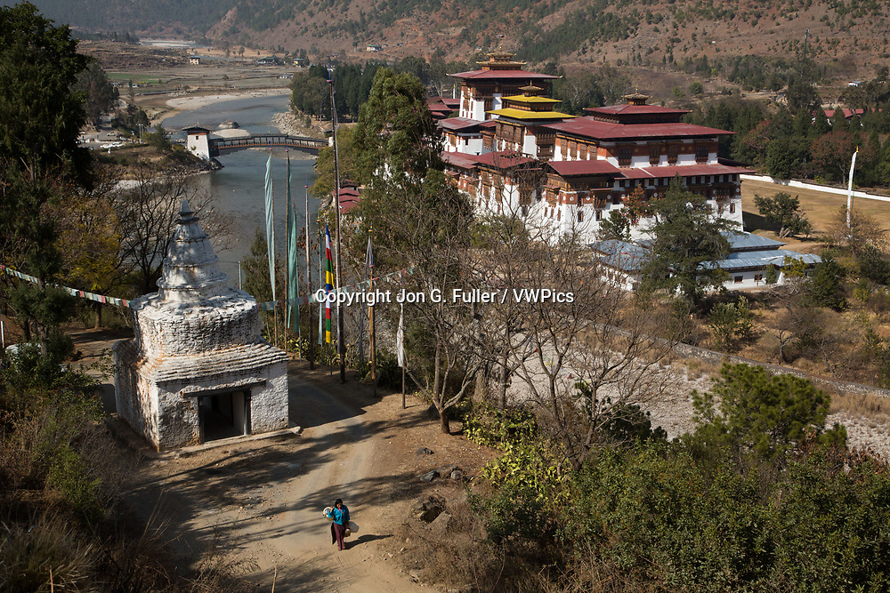 Tibetan-style stupa across the Mo Chhu River from the Punakha Dzong.  Punakha, Bhutan.
