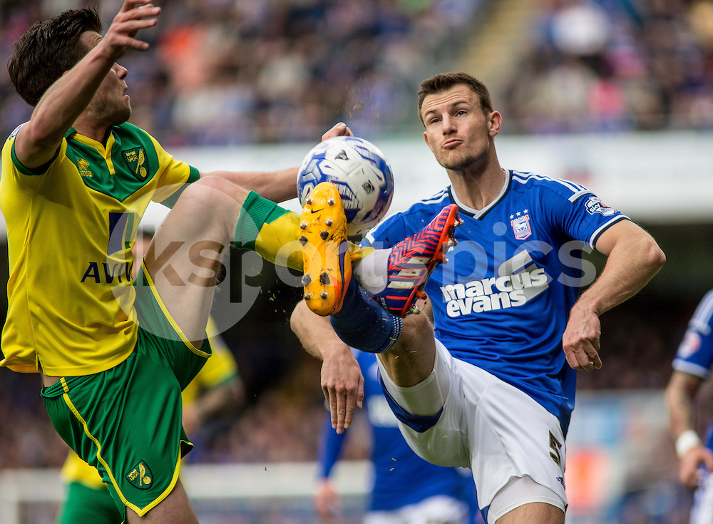 Jonathan Howson of Norwich City and Tommy Smith of Ipswich Town during the Sky Bet Championship Play Off 1st Leg match between Ipswich Town and Norwich City at Portman Road, Ipswich, England on 9 May 2015. Photo by Liam McAvoy.