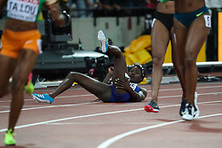 London, 2017 August 06. Tori Bowie, USA, unaware of whether she won, looks towards the scoreboard after winning in the women's 100m final on day three of the IAAF London 2017 world Championships at the London Stadium. © Paul Davey.