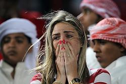 Torcedora colorada chora após derrota na partida entre as equipes do S. C. Internacional, do Brasil e Mazembe, da Africa no Mohammed Bin Zayed Stadium. O Internacional participa de 8 a 18 de dezembro do Mundial de Clubes da FIFA, em Abu Dhabi. FOTO: Jefferson Bernardes/Preview.com