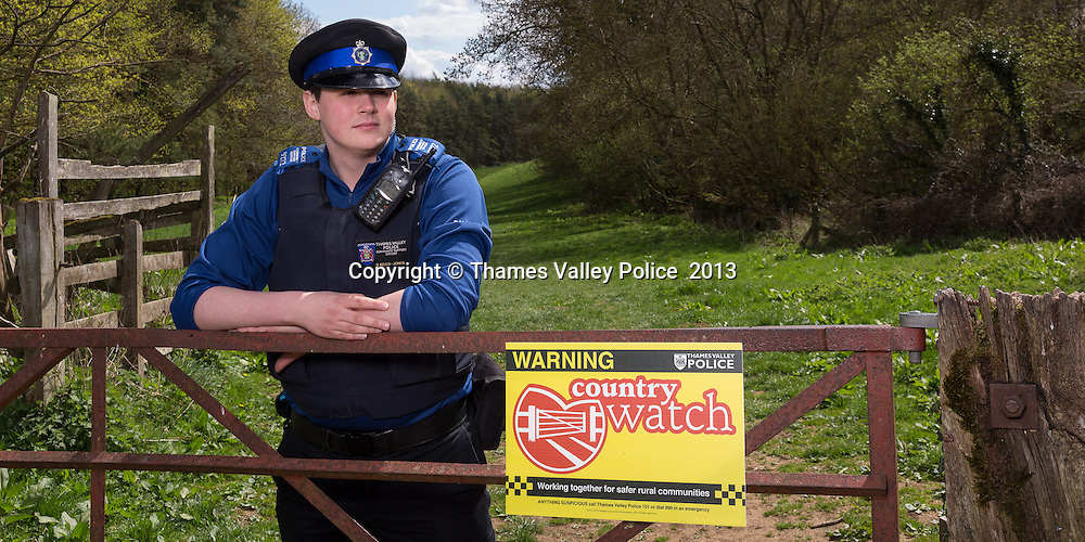 A PCSO pictured in the countryside of West Oxfordshire policing area. Witney, UNITED KINGDOM. April 26 2013. <br /> Photo Credit: MDOC/Thames Valley Police<br /> &copy; Thames Valley Police 2013. All Rights Reserved. See instructions.