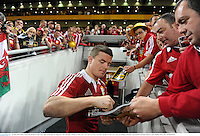 22 June 2013; Brian O'Driscoll, British & Irish Lions, signs autographs for supporters after the game. British & Irish Lions Tour 2013, 1st Test, Australia v British & Irish Lions, Suncorp Stadium, Brisbane, Queensland, Australia. Picture credit: Stephen McCarthy / SPORTSFILE