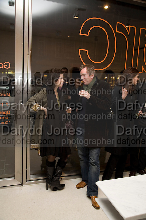MOLLIE DENT-BROCKLEHURST AND HUGO RITTSON-THOMAS, Exhibition of work by Marc Newson at the Gagosian Gallery, Davies st. London. afterwards at Mr. Chow, Knightsbridge. 5 March 2008.  *** Local Caption *** -DO NOT ARCHIVE-© Copyright Photograph by Dafydd Jones. 248 Clapham Rd. London SW9 0PZ. Tel 0207 820 0771. www.dafjones.com.