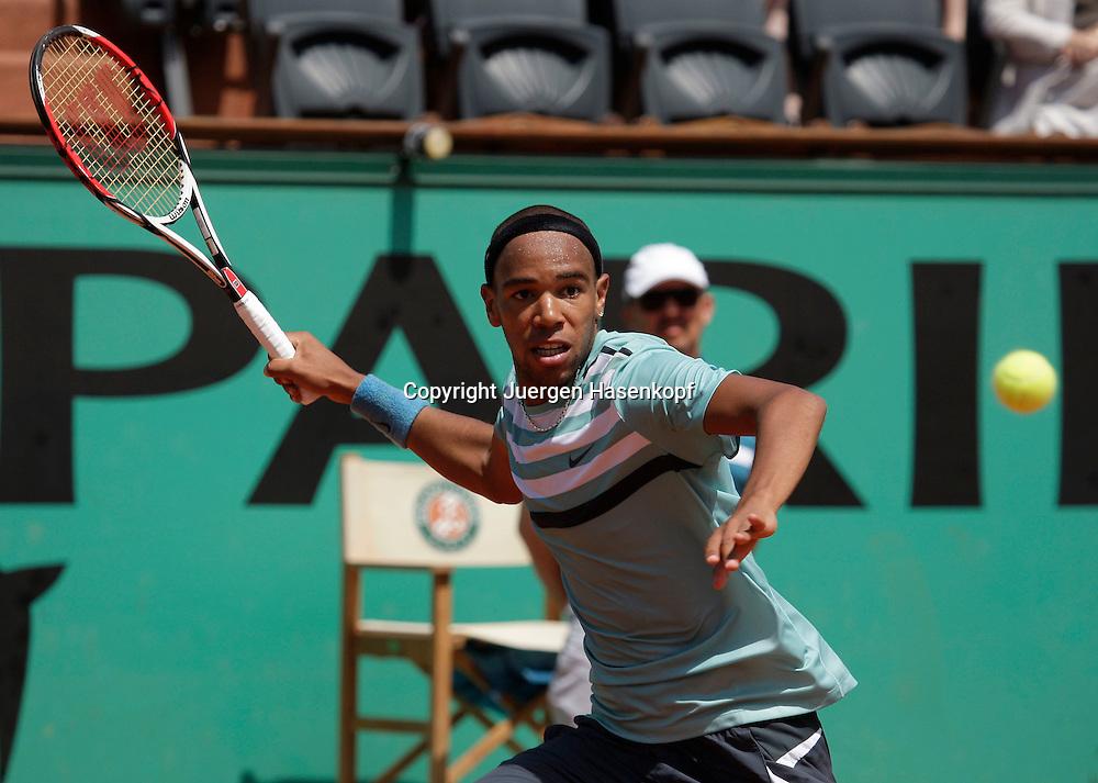 French Open 2009, Roland Garros, Paris, Frankreich,Sport, Tennis, ITF Grand Slam Tournament,  <br /> Josselin Ouanna(FRA) spielt eine Vorhand,forehand,action<br /> <br /> <br /> Foto: Juergen Hasenkopf
