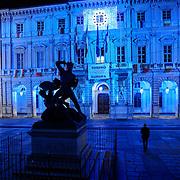 Piazza Palazzo di Città<br /> Torino in blu per la Settimana Europea della Cultura<br /> a Torino(dal 23 al 28 settembre 2014)<br /> i principali monumenti e musei della città illuminati di blu<br /> da Iren Servizi e Innovazione, la Società <br /> del Gruppo Iren che in città gestisce 99.000 punti luce, <br /> alimentati da una rete elettrica di 2.900 chilometri.