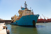 Maersk Attender coming in to berth