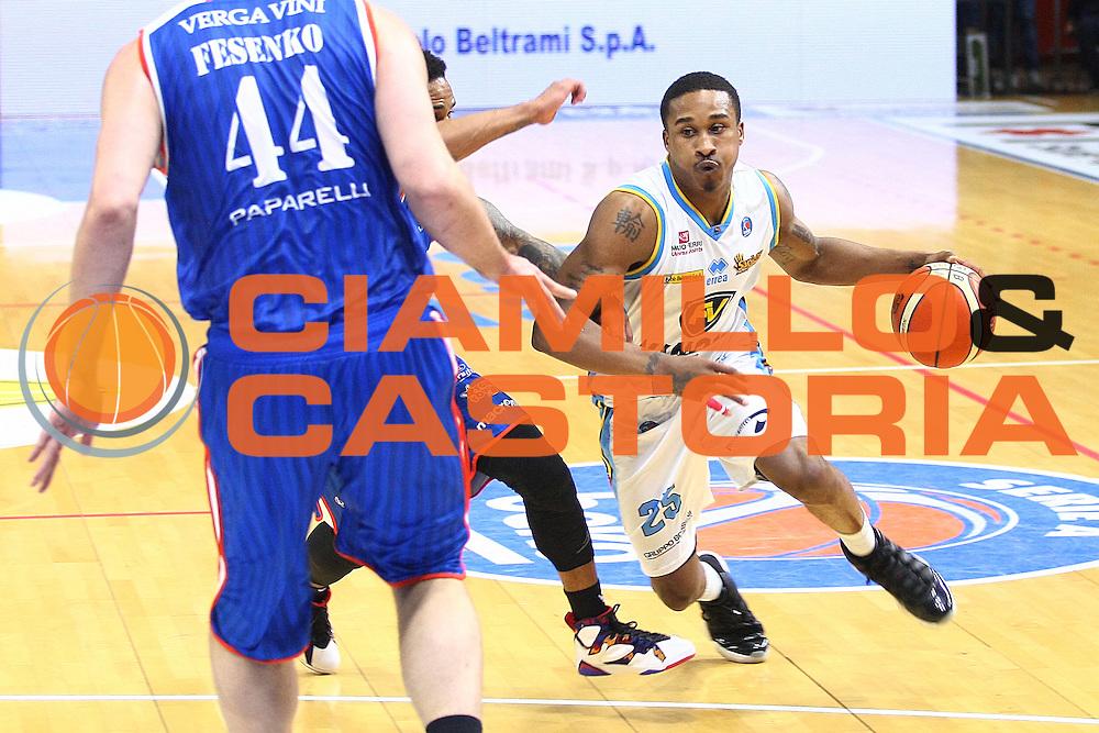 DESCRIZIONE : Cremona Lega A 2015-2016 Vanoli Cremona Acqua Vitasnella Cantu<br /> GIOCATORE :  Tyrus McGee<br /> SQUADRA : Vanoli Cremona<br /> EVENTO : Campionato Lega A 2015-2016<br /> GARA : Vanoli Cremona Acqua Vitasnella Cantu<br /> DATA : 03/04/2016<br /> CATEGORIA : Palleggio<br /> SPORT : Pallacanestro<br /> AUTORE : Agenzia Ciamillo-Castoria/F.Zovadelli<br /> GALLERIA : Lega Basket A 2015-2016<br /> FOTONOTIZIA : Cremona Campionato Italiano Lega A 2015-16  Vanoli Cremona Acqua Vitasnella Cantu<br /> PREDEFINITA : <br /> F Zovadelli/Ciamillo