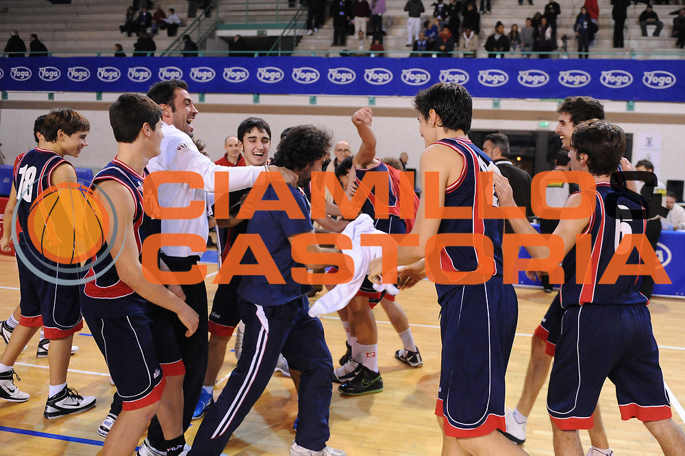DESCRIZIONE : Bologna San Lazzaro Trofeo Bruna Malaguti Under 17 Finale Virtus Bologna Virtus Siena<br /> GIOCATORE : Team Virtus Siena<br /> SQUADRA : Virtus Siena <br /> EVENTO : Trofeo Bruna Malaguti Under 17<br /> GARA : Virtus Bologna Virtus Siena<br /> DATA : 09/01/2011<br /> CATEGORIA : esultanza<br /> SPORT : Pallacanestro<br /> AUTORE : Agenzia Ciamillo-Castoria/M.Marchi<br /> Galleria : Lega Basket A 2010-2011<br /> Fotonotizia : Bologna San Lazzaro Trofeo Bruna Malaguti Under 17 Finale Virtus Bologna Virtus Siena <br /> Predefinita :