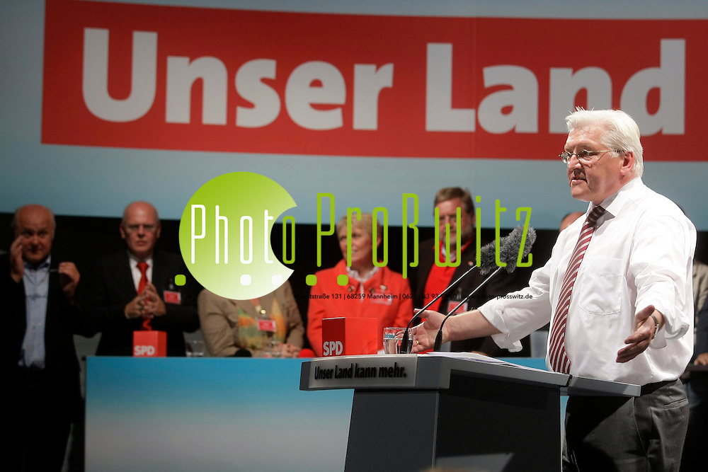 Ludwigshafen. Wahlkampf zur Bundestagswahl. Auf dem Europaplatz spricht Kanzlerkandidat Frank Walter Steinmeier.<br /> <br /> <br /> Bild: Markus Proflwitz / masterpress /  <br /> <br /> ++++ Archivbilder und weitere Motive finden Sie auch in unserem OnlineArchiv. www.masterpress.org oder &cedil;ber das Metropolregion Rhein-Neckar Bildportal   ++++ *** Local Caption *** masterpress Mannheim - Pressefotoagentur<br /> Markus Proflwitz<br /> C8, 12-13<br /> 68159 MANNHEIM<br /> +49 621 33 93 93 60<br /> info@masterpress.org<br /> Dresdner Bank<br /> BLZ 67080050 / KTO 0650687000<br /> DE221362249