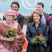 NLD/Makkum/20080430 - Koninginnedag 2008 Makkum, koninging Beatrix en prinses Margriet en partner Pieter van Vollenhoven