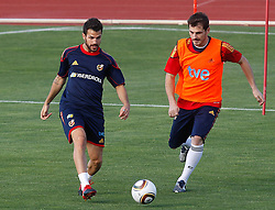 10.06.2010, Sportanlage, Potchefstroom, RSA, FIFA WM 2010, Training Spanien im Bild Spain's Cesc Fabregas (l) and Iker Casillas, EXPA Pictures © 2010, PhotoCredit: EXPA/ Alterphotos/ Acero / SPORTIDA PHOTO AGENCY
