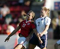Fotball, 26. juli 2005, U21 damer, Åpent nordisk mesterskap, finale, Norge- USA 1-4,   Solfrid Andersen, Norge og Rachel Buehler, USA